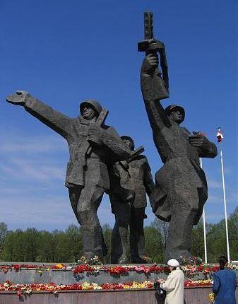 v monument.JPG